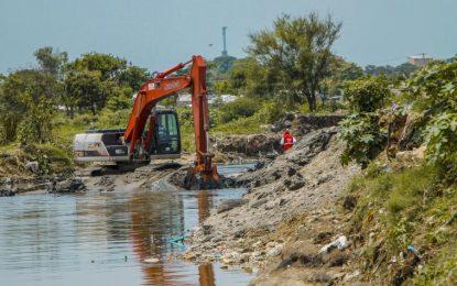 Limpian arroyo El Platanal para evitar inundaciones en Soledad